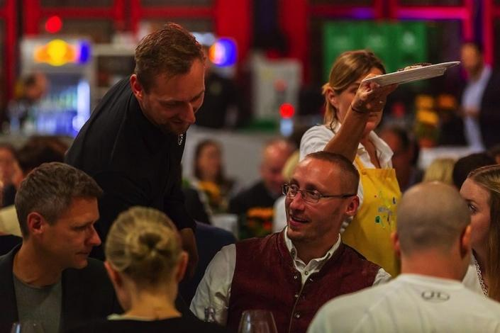 Round Table 30 meets Emanuel Weyringer für ein Kinderlächeln